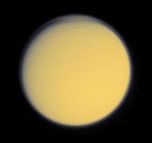 Titan ve viditelném světle.