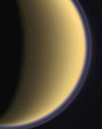 Neprůhledná atmosféra Titanu.
