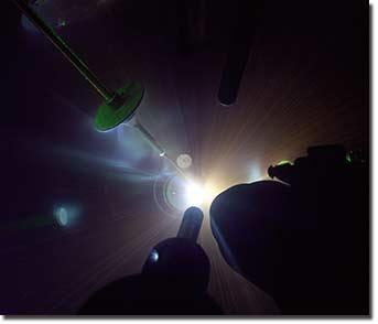 Diamant ostřelovaný laserem