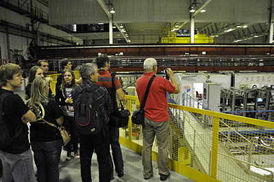 V experimentální hale nad antiprotonovým zpomalovačem.