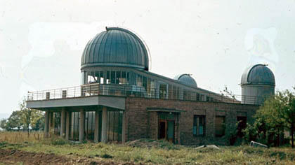 Dostavěná hlavní budova hvězdárny.